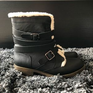 NWOT: Gray Buckle Boots with Fleece Lining